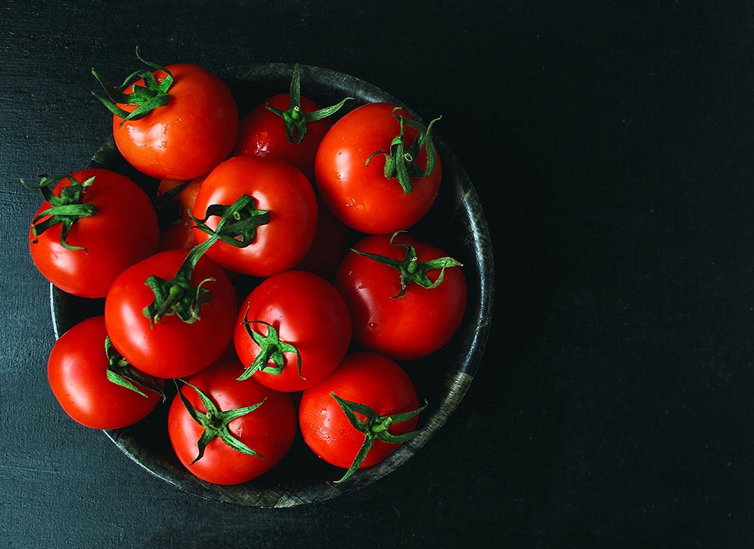 گوجه فرنگی یکی از مواد غذایی با طعم اومامی میباشد.